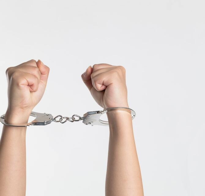 handcuffs-photo-1521437100987-e1cb2178879b_670x642_crop_and_resize_to_fit_478b24840a