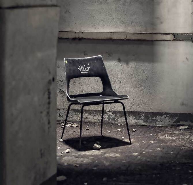interrogation-torture-chair-2963765-1080x720_670x642_crop_and_resize_to_fit_478b24840a